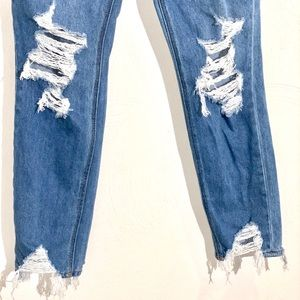 NWOT American Eagle Hi rise mom jeans